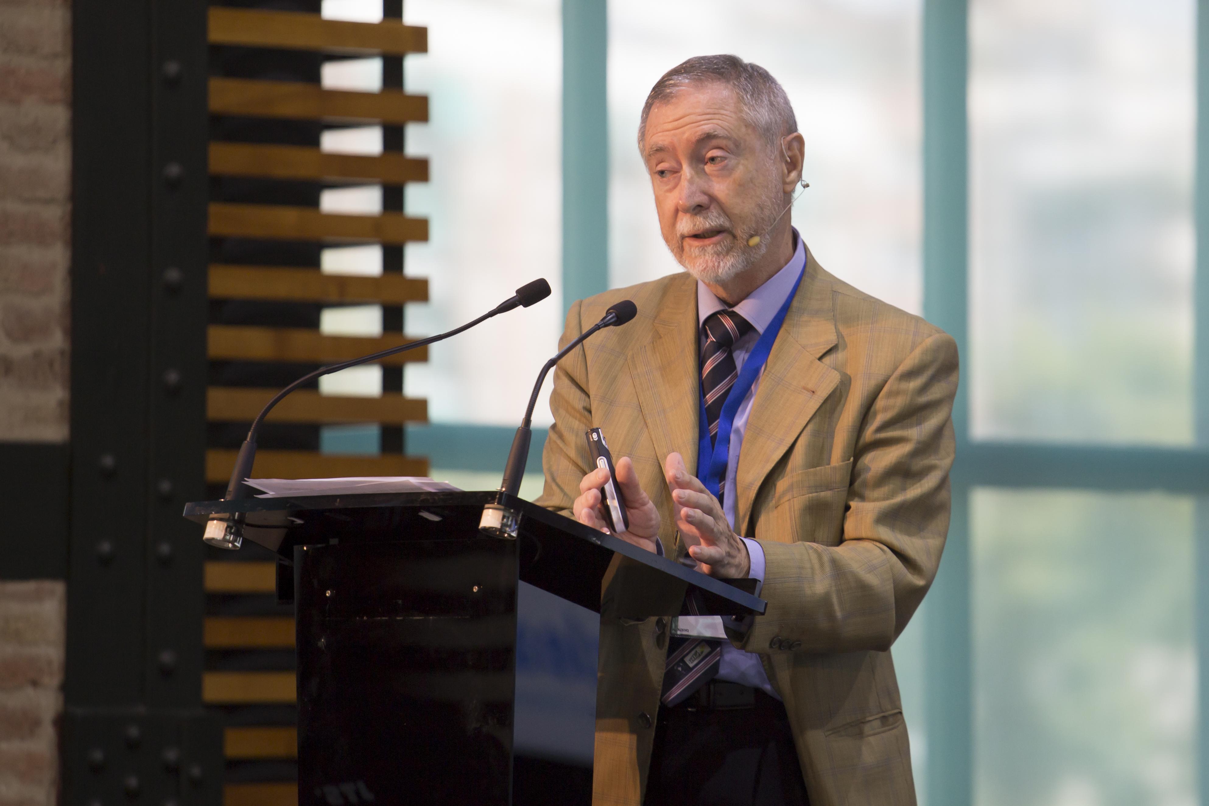 Luis Echávarri