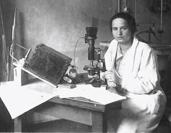 Marietta Blau en el laboratorio