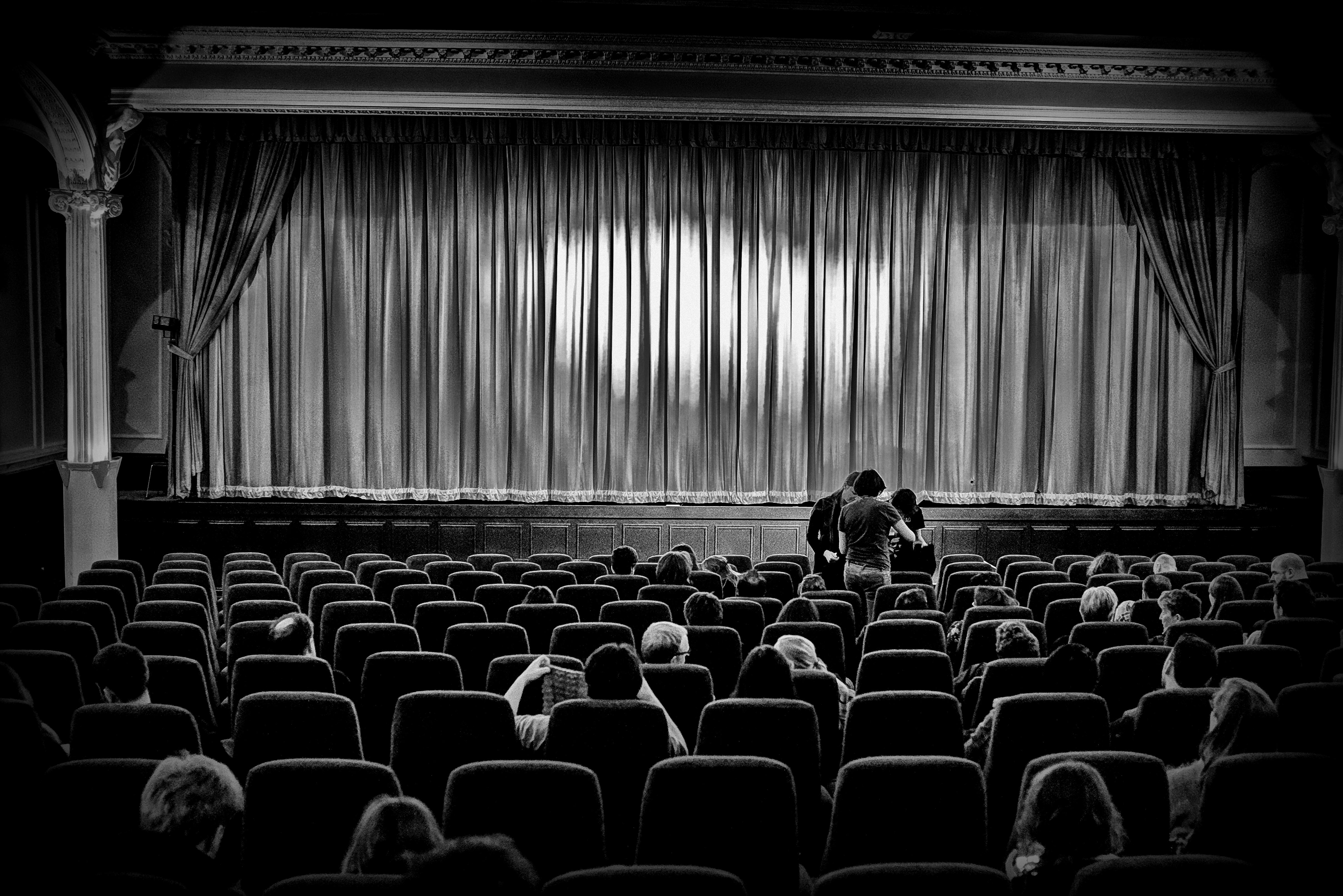 El teatro es pura química; la química es puro teatro
