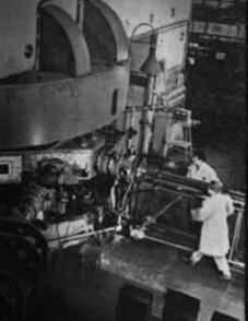 El 11 de abril de 1957 se inaugura en Dubna (Unión Soviética) el mayor acelerador de partículas del mundo