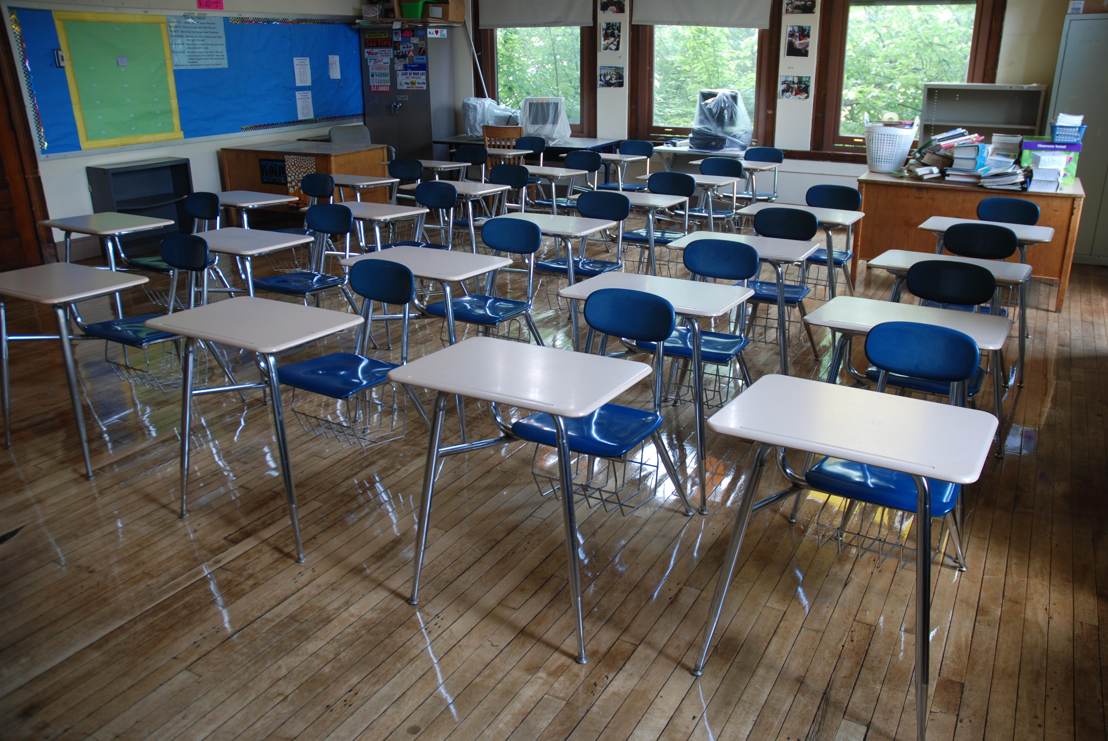 Alumnos del siglo XXI en aulas del siglo XX