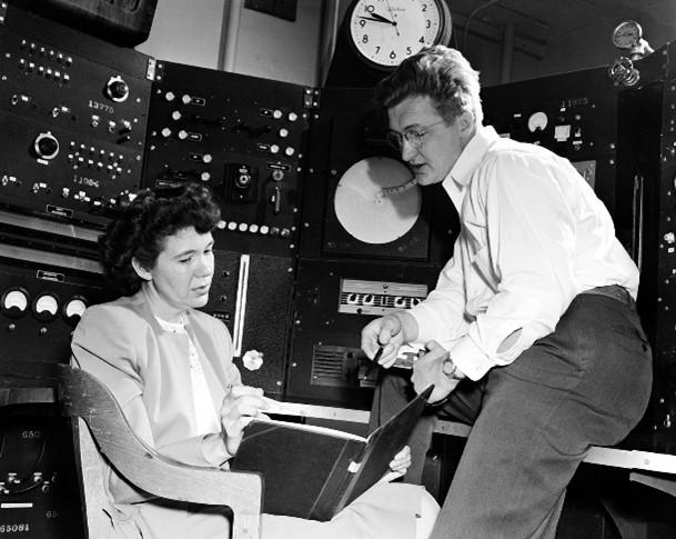 Jane Hamilton y su marido en el laboratorio