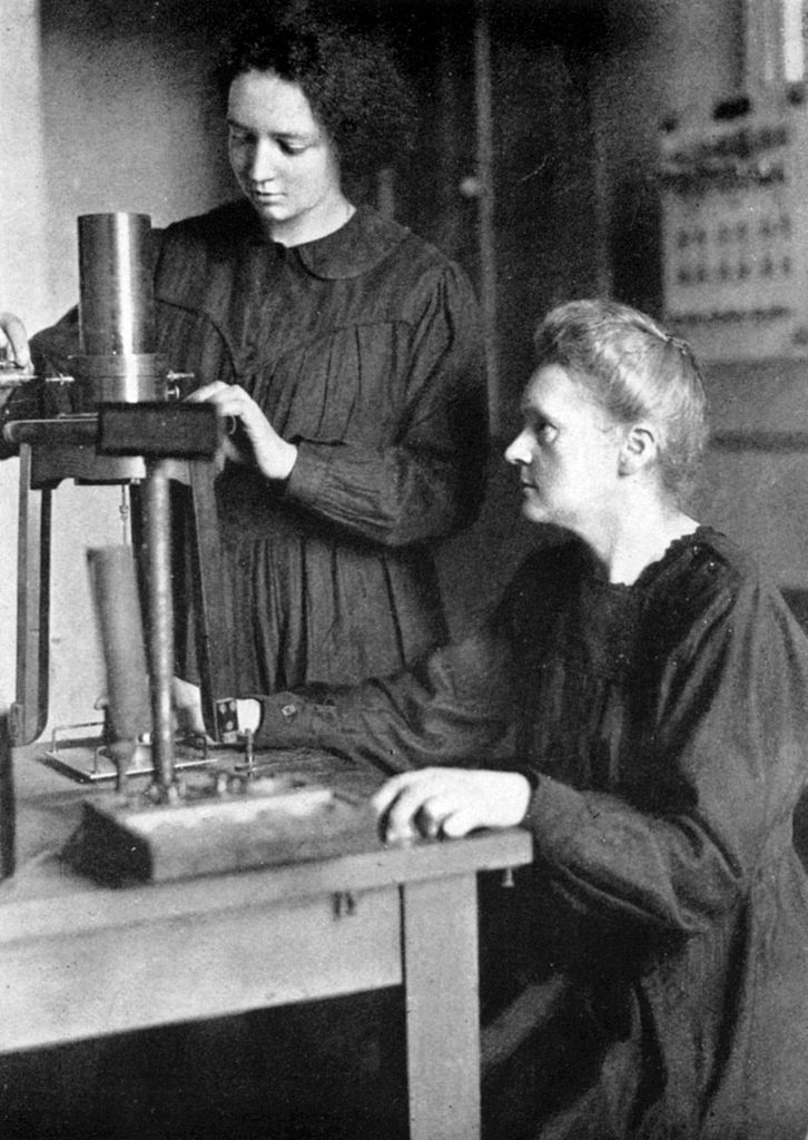 Irène Joliot-Curie con Marie Curie